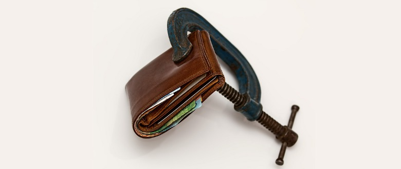 a picture of clamped wallet